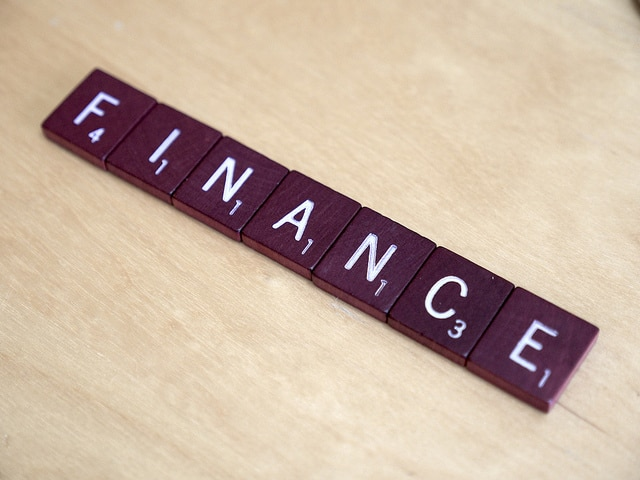 The word finance on a Scrabble board